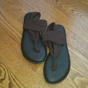 Brown Sanuk yoga sling sandals size 6